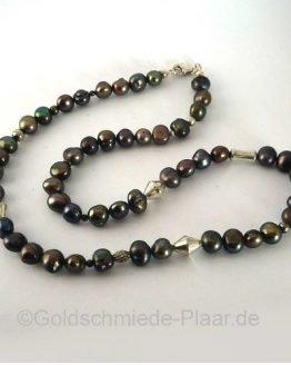 Perlenkette mit Silber-Elementen