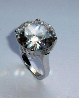 Solitär-Ring mit großem Zirkonia