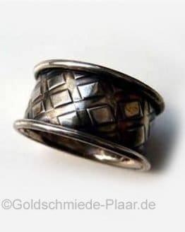 Ring mit besonderer Oberfläche