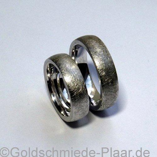 Trauringe aus Weissgold eismatt 5 mm