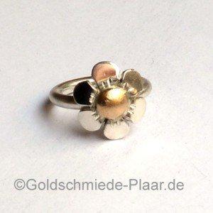 Silber-Ring - Blume mit Gold liegend