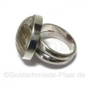 Ring aus Silber mit Rutilquarz, Stein links