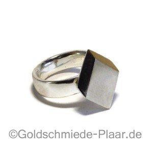 Ring mit 900er Gold, liegend