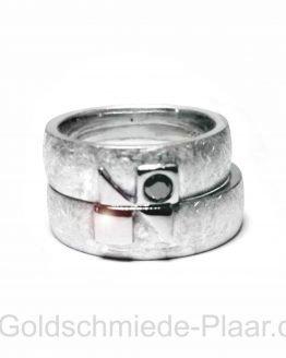 Trauringe aus Silber mit schwarzem Diamant