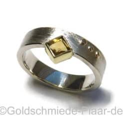 Ring aus Silber mit Citrin im Carree-Schliff
