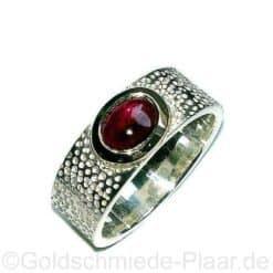 Ring aus Silber mit Granat