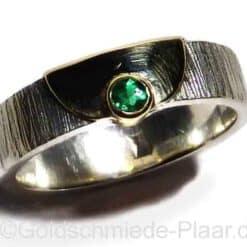 Silbering mit Smaragd und Goldbelötung